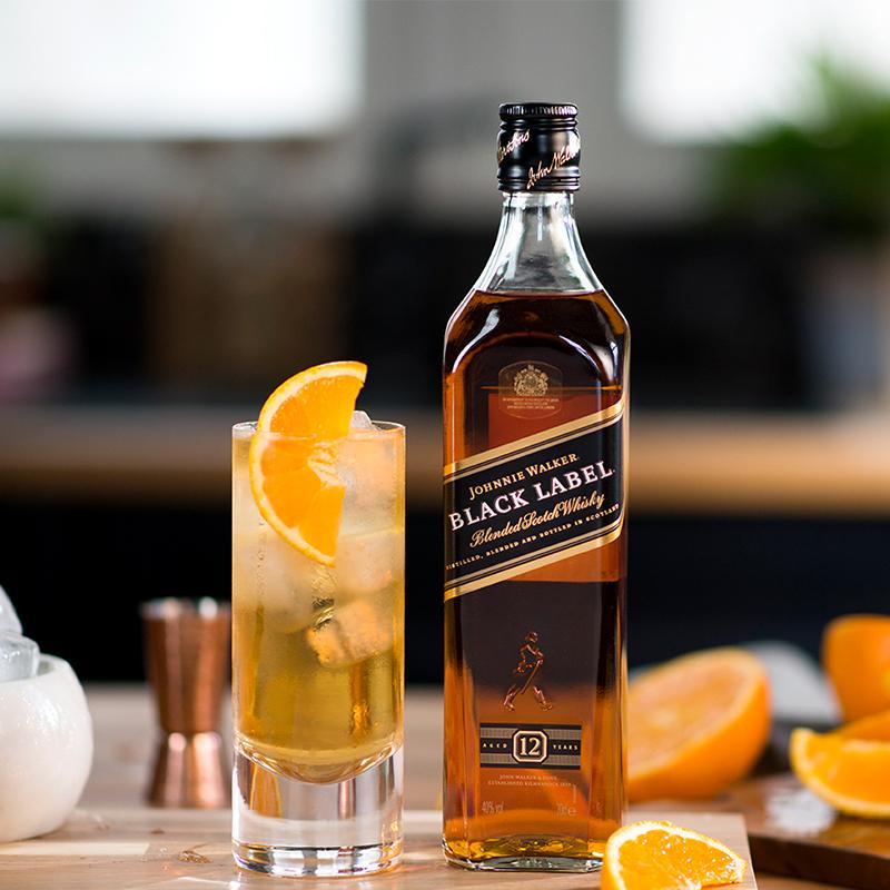 尊尼获加(Johnnie Walker)洋酒 威士忌 黑方 黑牌 调配型苏格兰威士忌 700ml(带包装盒)